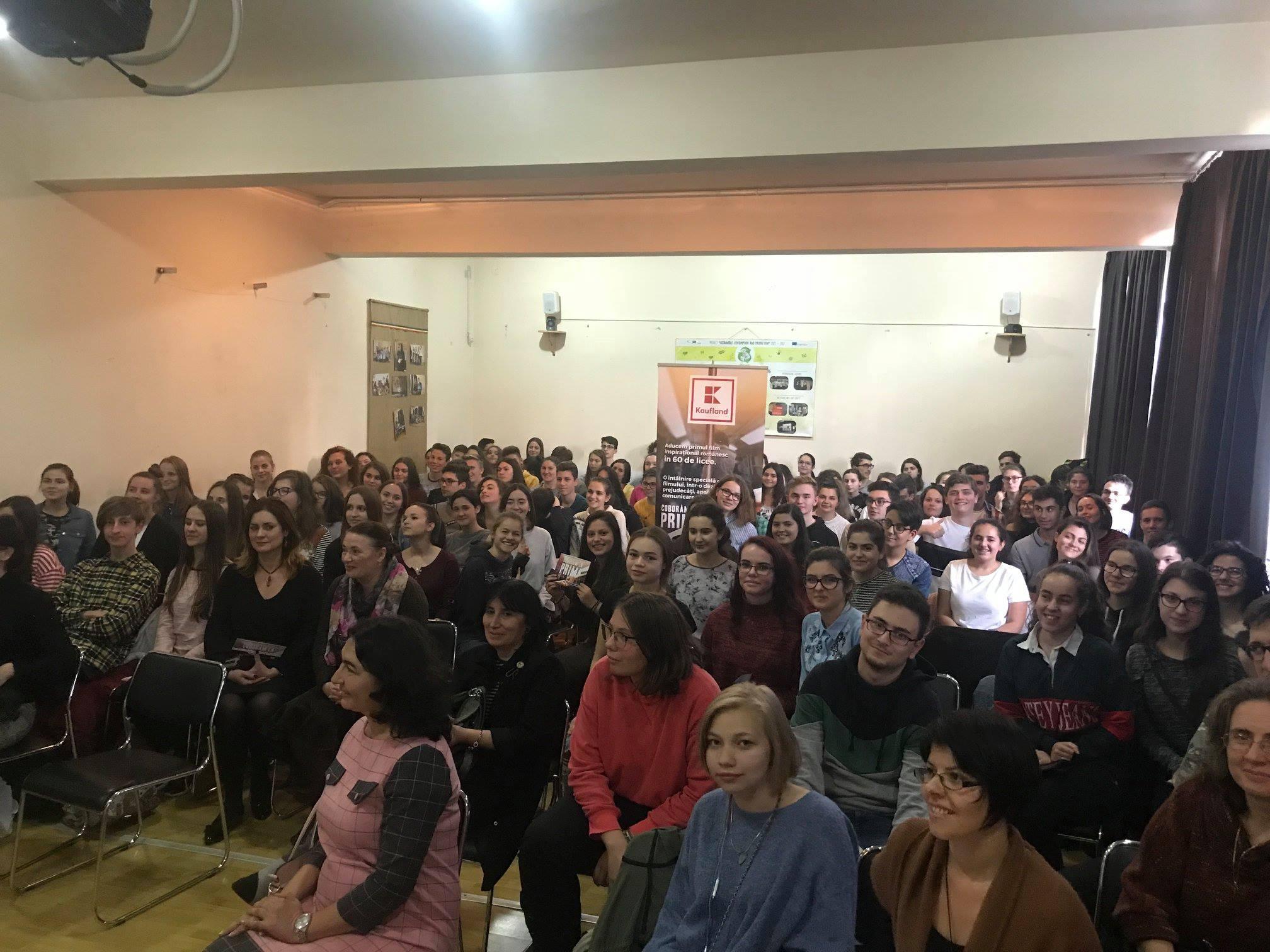 "Caravana cinematografică ""Coborâm la prima"""