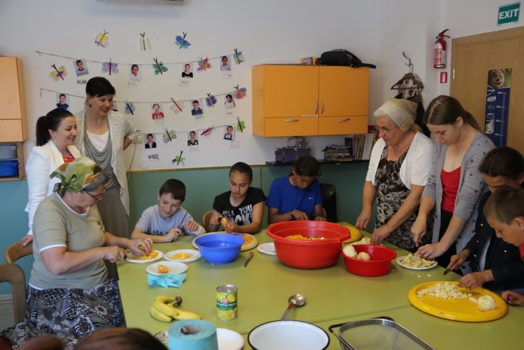 Generatii - Centrul Comunitatii