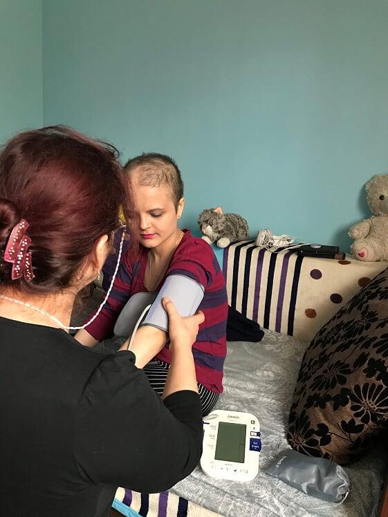 Tratamente la domiciliul copiilor cu boli cronice grave din Dobrogea - Circuitul increderii si sperantei