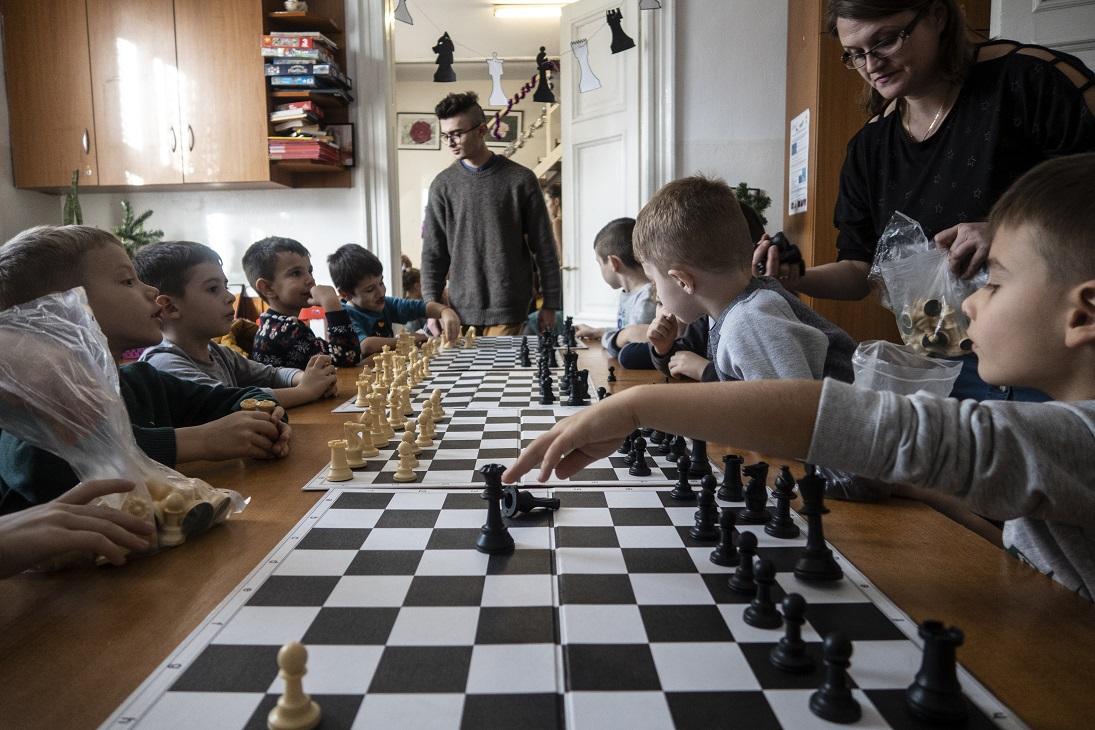 CHESS START RO-HU - Dezvoltarea în comun a unui instrument transfrontalier de incluziune socială bazat pe șah