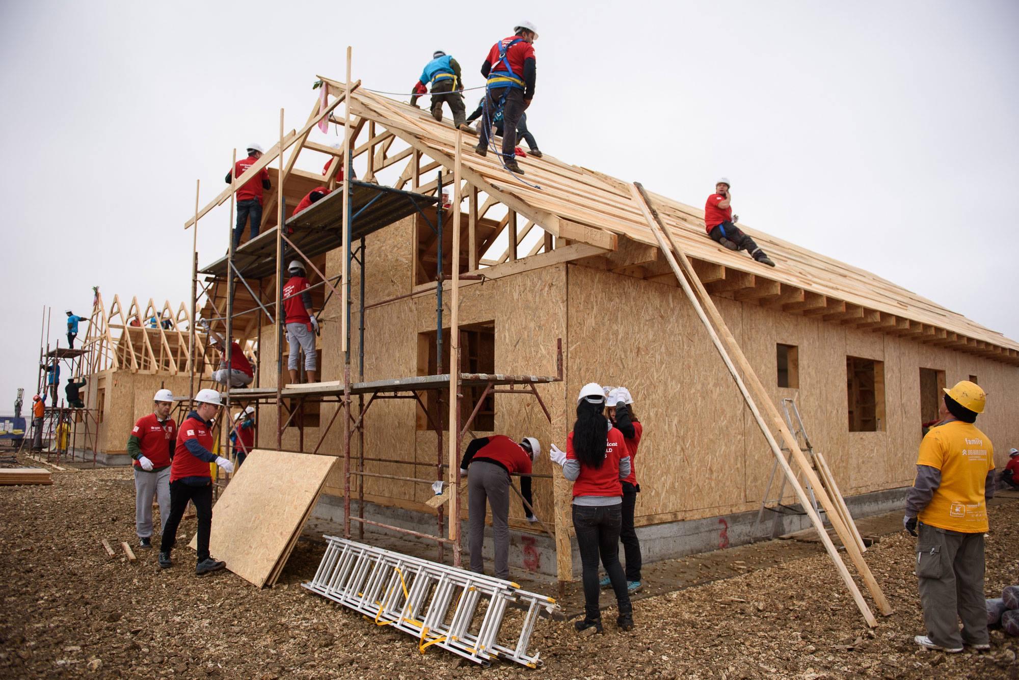 BIG BUILD 2018: 8 case în 5 zile