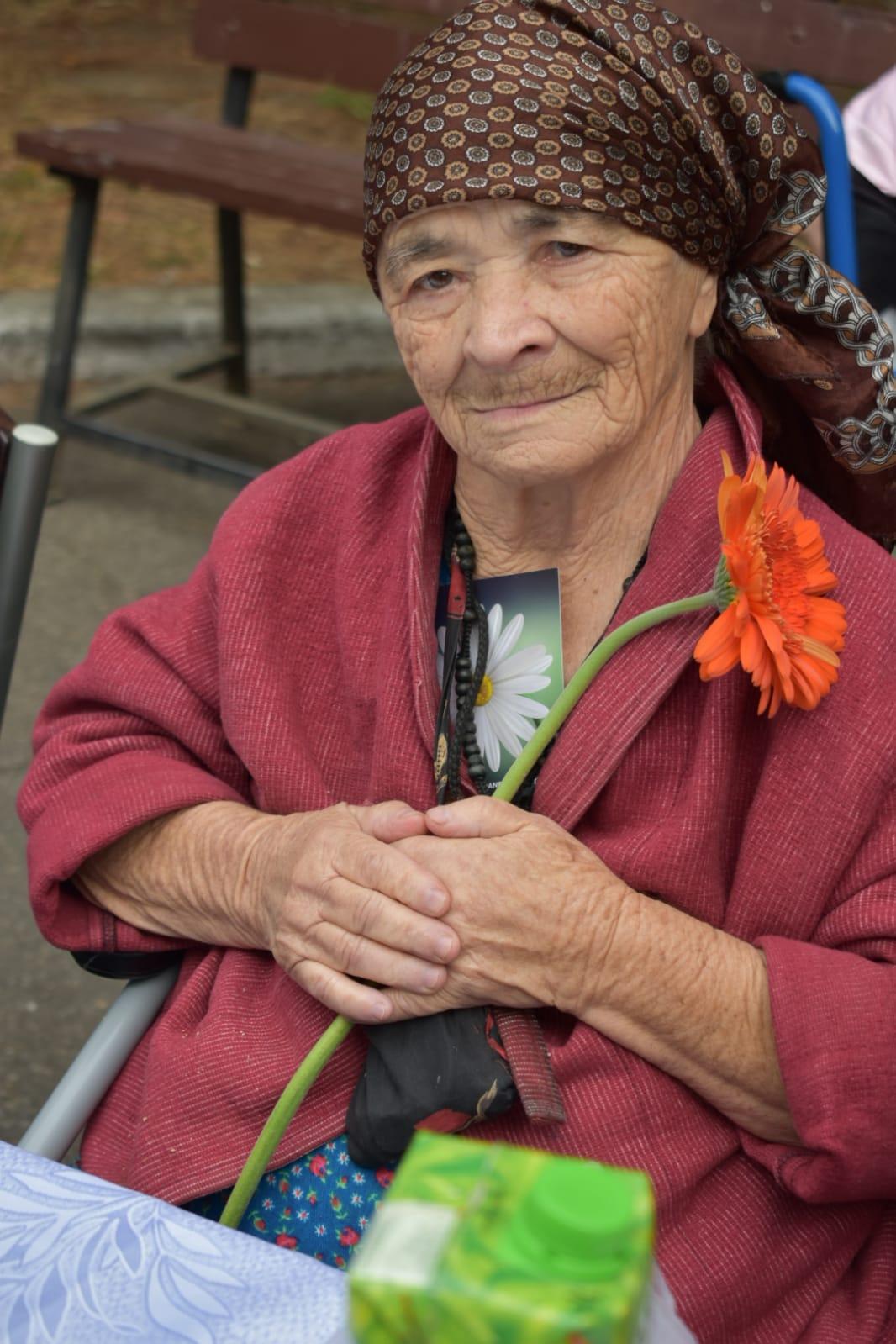 Ajutor moral, practic si material pentru bunicii singuri