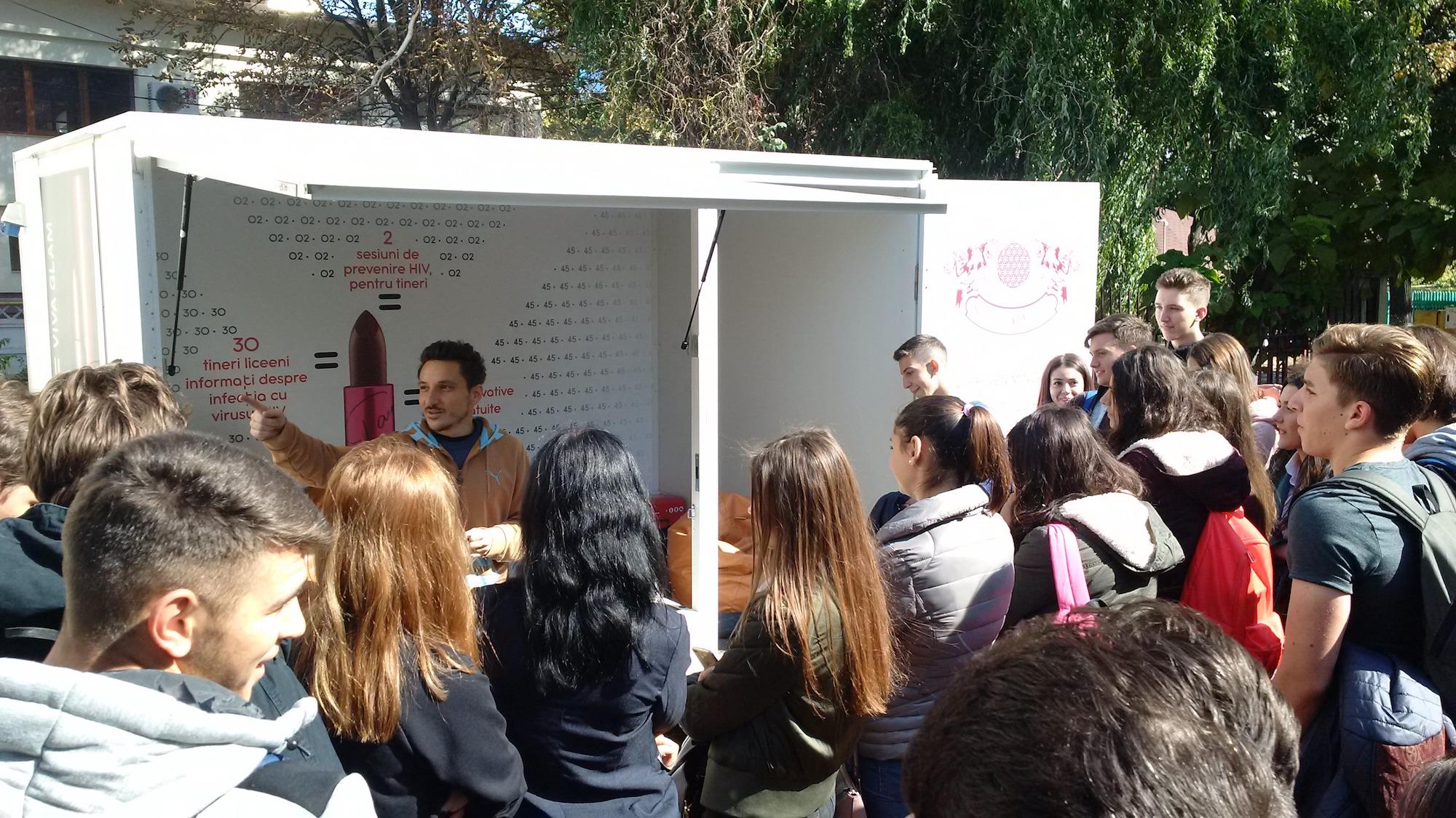 Prima CARAVANA stradala din Romania de prevenire HIV adresata tinerilor din rural